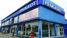 Venta de autos Peugeot en La Habana. (EFE)