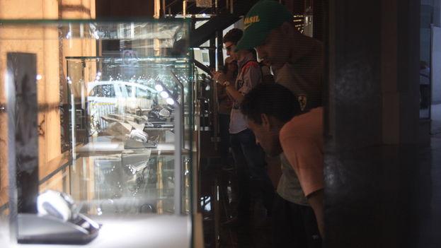 El pasado fin de semana se inauguró oficialmente la galería con marcas exclusivas al estilo de Versace, Armani, Montblanc y L'Occitane en Provence. (14ymedio)
