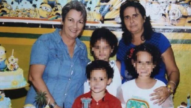 Violeta Cardoso obtuvo la custodia legal de sus tres nietos, después de que la madre de estos, su hija Karen Díaz, falleciera a causa de un cáncer linfático en marzo de 2016. (Facebook)