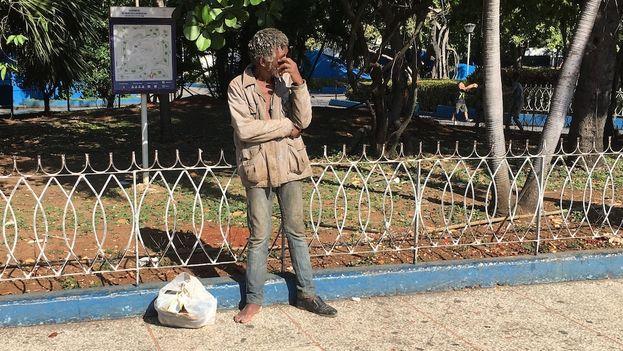 """Antonio, un habanero que vive en la calle, asegura que no tiene """"nada que perder. Voy a marcar en el No"""". (14ymedio)"""