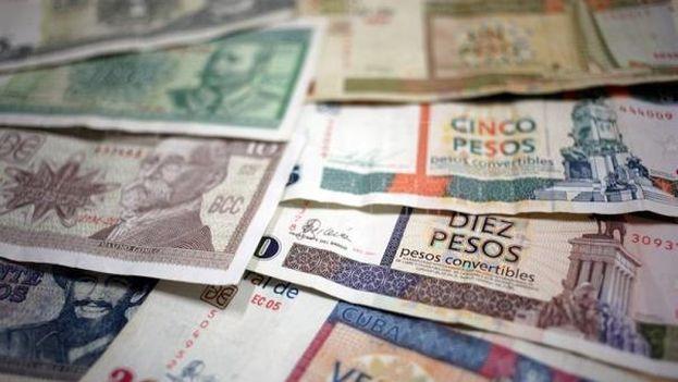 Vista de algunos billetes cubanos, unos de CUP y otros de CUC. (EFE)