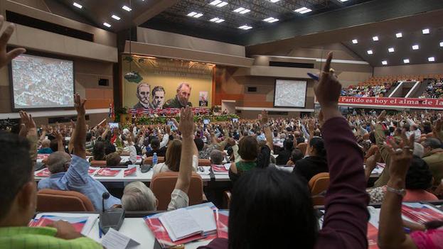 Votación en el VII Congreso del Partido Comunista de Cuba