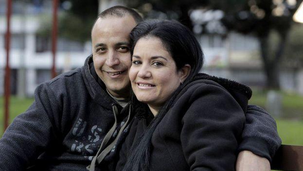 Para Yackmar Domínguez y su esposa Malena Fernández los costos de la lucha política entre Estados Unidos y Cuba lo sufren una vez más las familias a ambos lados del Estrecho de Florida. (José A. Iglesias)