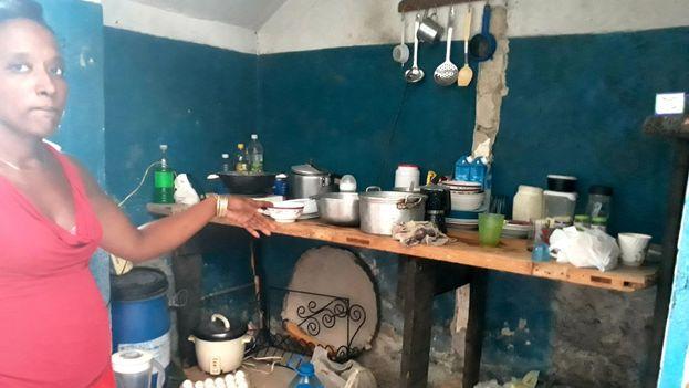 Yudelmis Urquiza ha habilitado un espacio para poder cocinar en su nueva vivienda. (14ymedio)