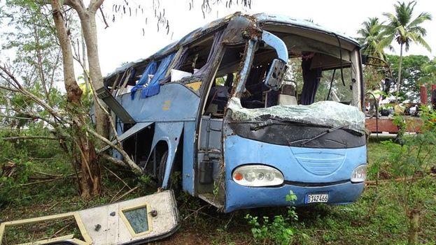 El siniestro involucró a un ómnibus Yutong que cubría la ruta Santiago de Cuba-Nuevitas. (Facebook/ La Demajagua)