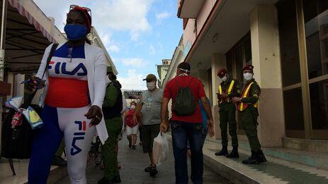 Las autoridades tomaron medidas que afectaron el abastecimiento de alimentos en su afán por evitar el acaparamiento.. (Laura Rodríguez Fuentes)