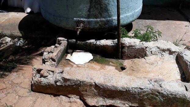 El agua que beben los albergados no está clorada. (14ymedio)