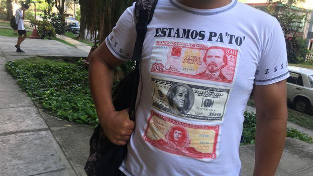 El 'alter ego' del peso cubano no es el peso convertible, sino el dólar. (14ymedio)