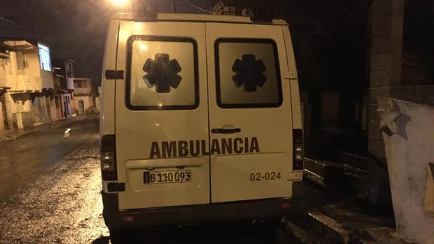 La ambulancia que se llevó a Emilio. (Eliécer Ávila)