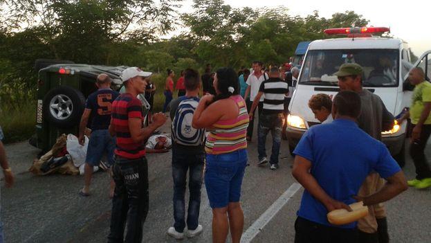 Una ambulancia se detuvo en el lugar del siniestro y se negó a trasladar al herido hasta la llegada de la policía. (Mario Félix Lleonart)
