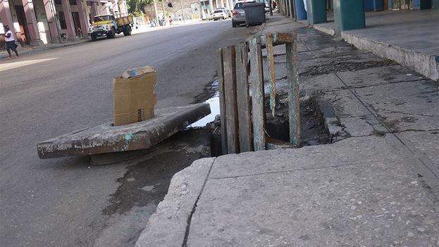 Las barreras arquitectónicas son una constante en la vida de los cubanos que hace imposible la vida a muchas personas con discapacidad física. (14ymedio)
