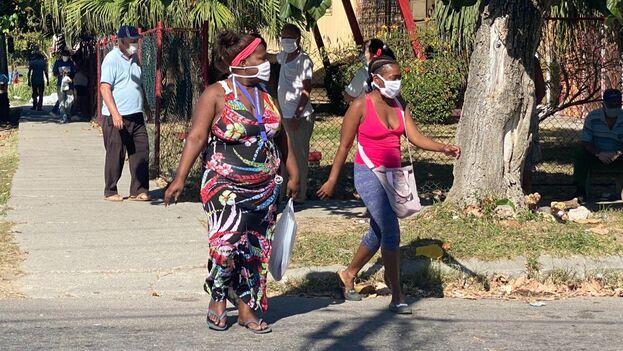 Este sábado, las autoridades han actualizado las cifras oficiales del covid-19 en la Isla que ha provocado seis fallecidos y los casos positivos han ascendido a 288 casos. (14ymedio)