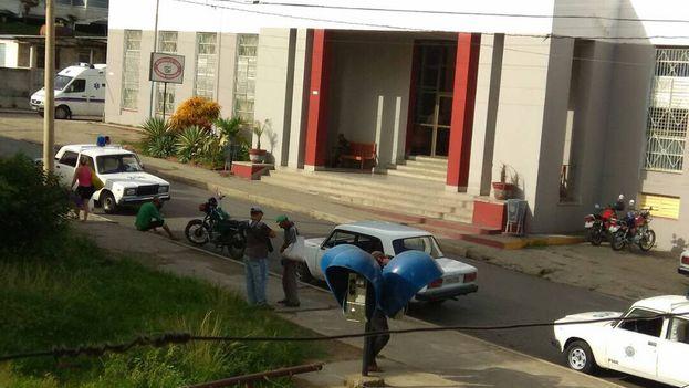 Las autoridades han impedido la entrada de dispositivos de grabación y evacuaron al personal no indispensable del tribunal. (14ymedio)