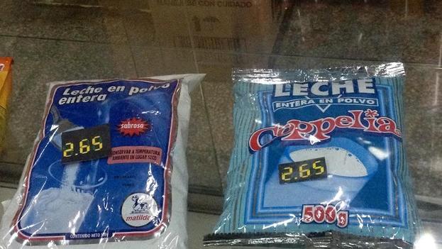 Las bolsas de leche en polvo rebajadas en las tiendas en pesos convertibles este martes. (14ymedio)