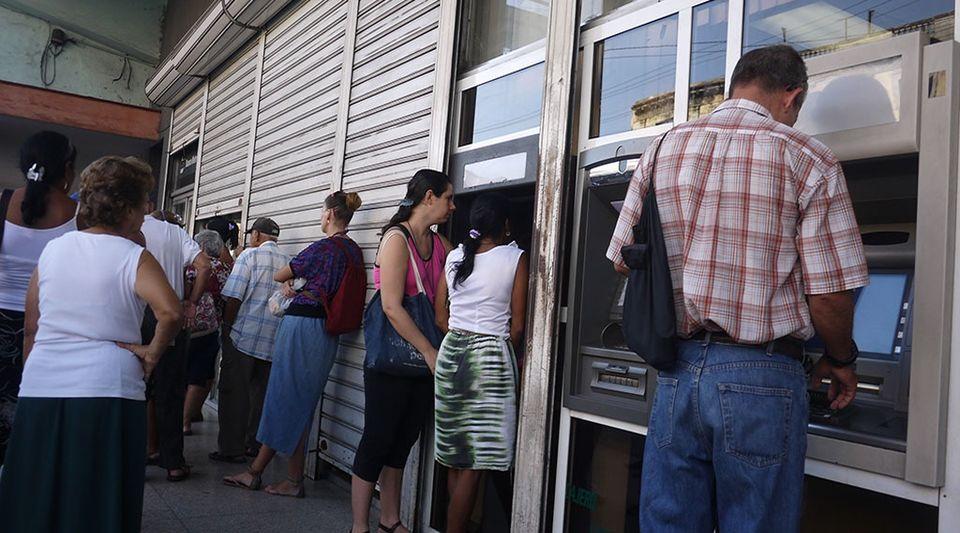 El calvario de los cajeros autom ticos for Los cajeros automaticos
