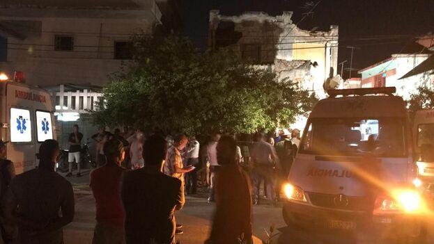 Una gran cantidad de personas se aglomeraron en las cercanías mientras se hacían las labores de rescate el domingo. (14ymedio)