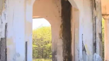 El cementerio es prueba de la presencia de más de medio siglo de una colonia estadounidenses en la Isla de Pinos. (YouTube)