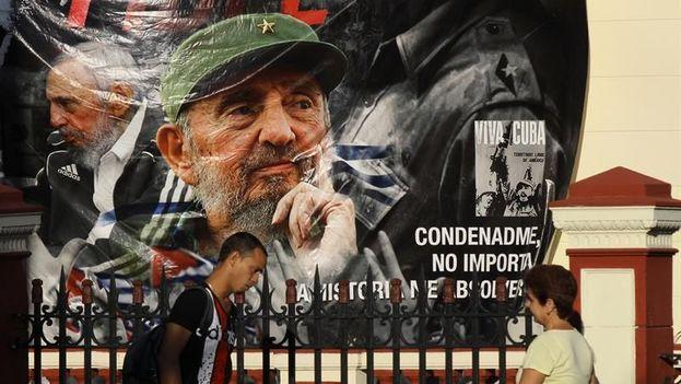 Con consignas y loas a Fidel Castro el oficialismo cubano celebró el día de los derechos humanos. (EFE)