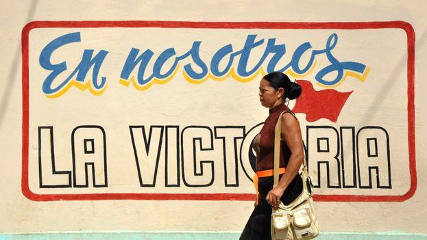 La mayoría de los cubanos continúan su vida diaria con normalidad y dudan que el cambio presidencial repercuta en sus problemas. (Kapa/14ymedio)