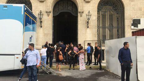 Hasta las 10 de la mañana de este sábado al lugar habían llegado unos pocos curiosos, la mayoría periodistas oficiales y corresponsales extranjeros. (14ymedio)