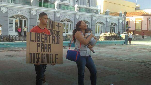Al mediodía de este viernes, cuatro horas después de la detención, todavía no hay noticias sobre el paradero de la familia de José Daniel Ferrer. (Captura)