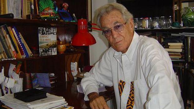 El escritor cubano Enrique Cirules, autor de varios ensayos sobre la vida y la obra del escritor estadounidense Ernest Hemingway, falleció a los 78 años. (EFE)