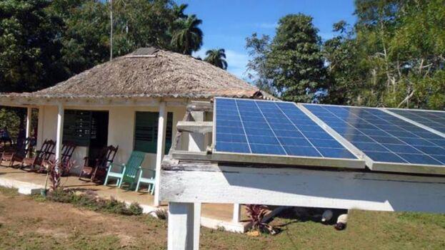Las nuevas reglas se aplican a empresas estatales y a particulares, con énfasis en los sistemas solares fotovoltaicos en las instalaciones turísticas. (Radio Progreso)