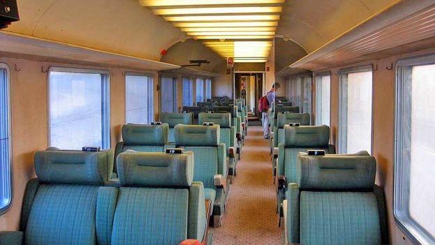 El 'tren francés' tiene que moverse a menos de 50 kilómetros por hora debido al deterioro de las líneas férreas. (Flickr)