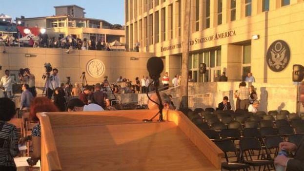 Desde este podio donde hablará John Kerry. (Cortesía de @USEmbaCuba)
