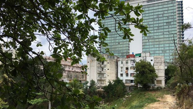 Los otros inmuebles con los que competirá tienen amplios balcones y terrazas. (14ymedio)