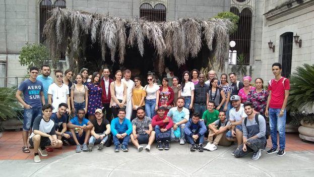 Los cubanos que parten hacia Panamá Jornada Mundial de la Juventud son hijos de una generación que, por décadas, no pudo mostrar su fe en público. (14ymedio)
