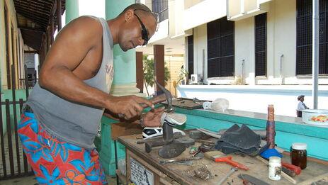 Hasta mayo de 2019 laboraban en el país 605.908 trabajadores por cuenta propia en las 128 actividades autorizadas. (Alfonso B.)