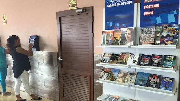 La librería del aeropuerto. (14ymedio)