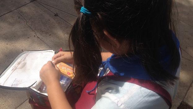 La merienda escolar marca las diferencias económicas entre los niños cubanos. (Luz Escobar)