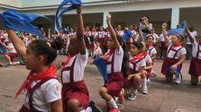 Los niños cubanos en la ceremonia de imposición de la pañoleta roja. (14ymedio)