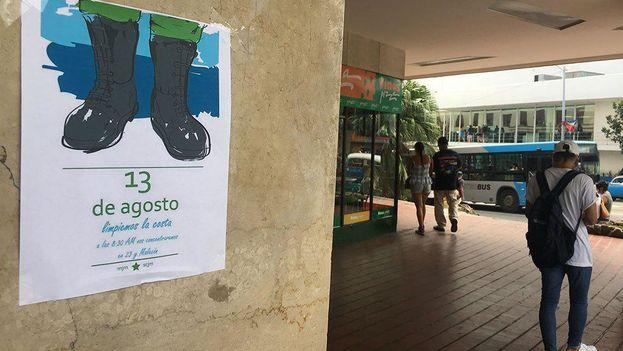 El cartel formaba parte de una iniciativa de limpieza organizada por la Sociedad Cultural José Martí. (14ymedio)