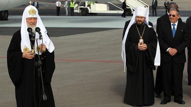 El patriarca ruso Kiril este jueves en el aeropuerto de La Habana. (EFE)