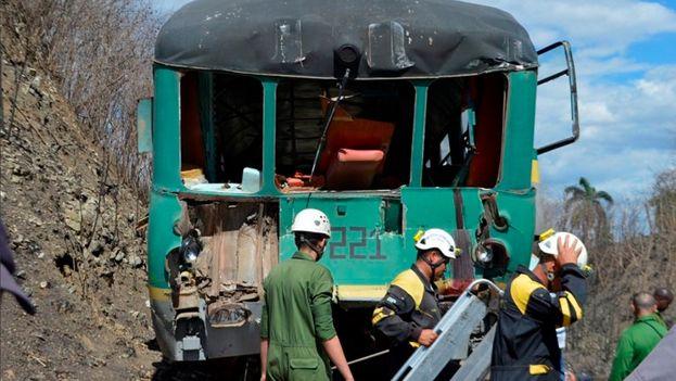 El periódico local 'Escambray' mostró en su cuenta de Twitter imágenes del accidente ferroviario.