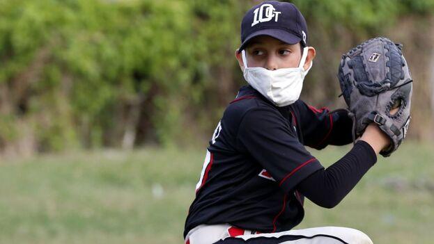 Los sueños hacen que se pierda el miedo y más cuando vinculan a los cubanos con el béisbol. (EFE)