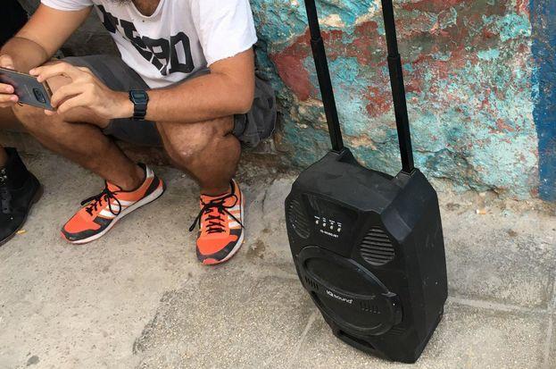 Por décadas, un símbolo de estatus ha sido poseer potentes equipos de música y dispositivos que puedan reproducir sonidos con mayor cantidad de watts. (14ymedio)