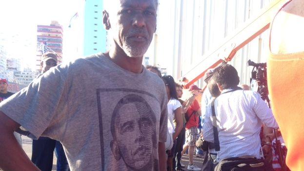 El presidente Obama está presente de algún modo entre los habaneros que se han acercado a la embajada de EE UU
