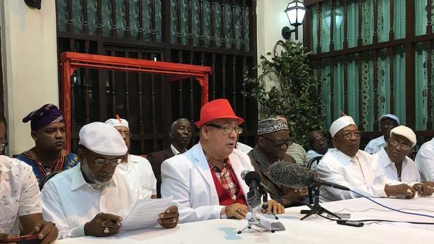 Los principales sacerdotes yorubas ofrecieron una conferencia de prensa para explicar el significado de la letra del año 2017. (14ymedio)