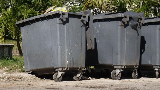 Las ruedas salen muchas veces de los contenedores, de los que a veces se aprovecha el resto de estructura. (14ymedio)