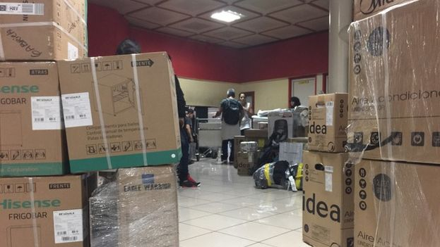 La tecnología importada colapsa las salas de recogida de equipaje del aeropuerto de La Habana. (14ymedio)