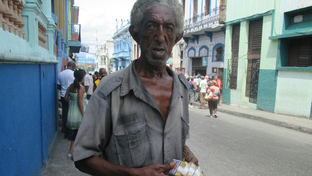 Un vendedor de cigarros. (Yosmany Mayeta Labrada)