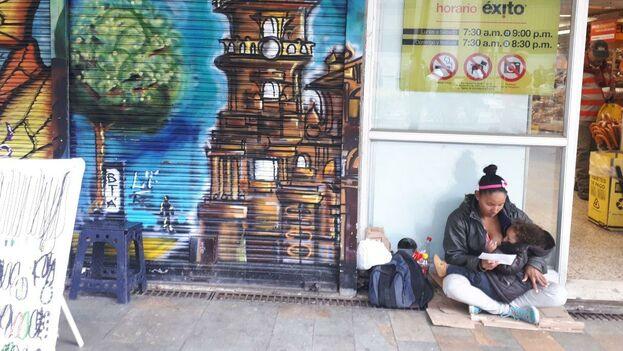 Muchos venezolanos caminan cientos y miles de kilómetros para llegar hasta Bogotá en busca de trabajo y un alivio económico. (14ymedio)