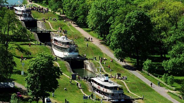 El Canal del Göta, de 190 kilómetros, creó una vía de comunicación fluvial continua en el interior de Suecia de 390 kilómetros.