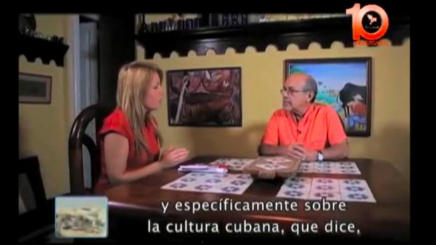 Captura de un momento de la entrevista de Cristina Escobar a Rafael Hernández en Telesur