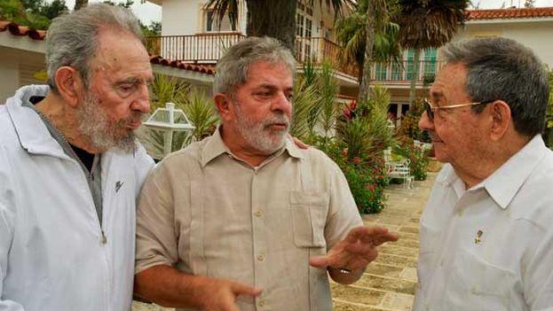 Los hermanos Raúl y Fidel Castro junto a Lula en 2010, cuando el expresidente brasileño visitó la Isla coincidiendo con la muerte de Orlando Zapata Tamayo. (Juventud Rebelde)