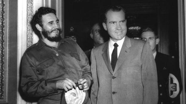 Fidel Castro y Richard Nixon en 1959, antes de que se rompieran las relaciones con EE UU. (Archivo)
